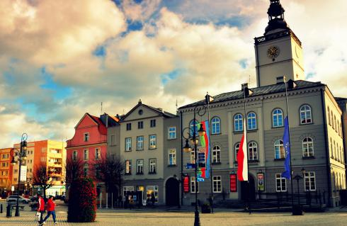 Burmistrz Dzierżoniowa ogłosił nabór na stanowisko starszego specjalisty ds. zamówień publicznych. Poniżej najważniejsze informacje o warunkach naboru.