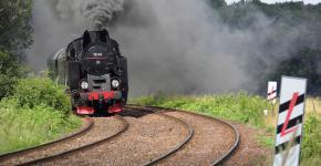 Zapraszamy na przejazdy zabytkowym taborem kolejowym na trasie Dzierżoniów – Jaworzyna Śląska. Do Państwa dyspozycji będą dwa pociągi – Kolejarz i Młynarz. Wycieczki naszymi pociągami specjalnymi z parowozem umożliwią wszystkim miłośnikom kolejowych podróży zwiedzanie Jaworzyny Śląskiej i Dzierżoniowa, a także połączą dwa oddziały Fundacji Ochrony Dziedzictwa Przemysłowego Śląska - Muzeum Kolejnictwa oraz Młyn Hilberta.